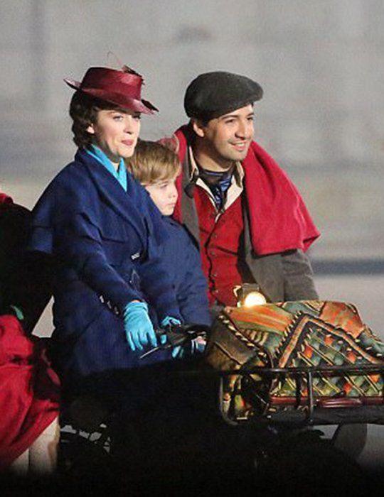Lin Manuel Miranda Jack The Lamplighter Mary Poppins Returns Emily Blunt Mary Poppins Mary Poppins Movie Mary Poppins Emily Blunt Mary Poppins