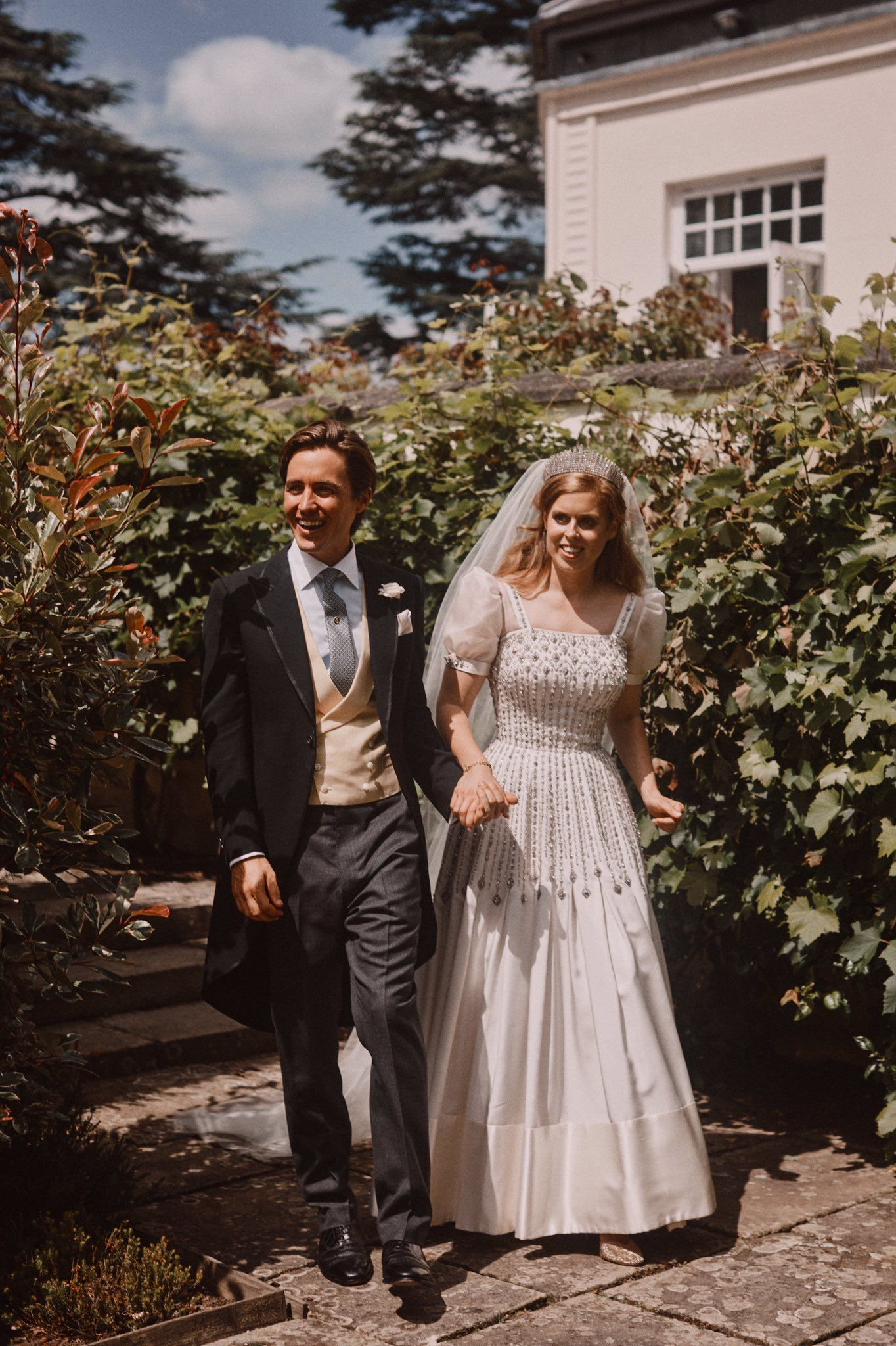 The Royal Family On Twitter Princess Beatrice Wedding Royal Wedding Dress Royal Brides [ 2048 x 1364 Pixel ]