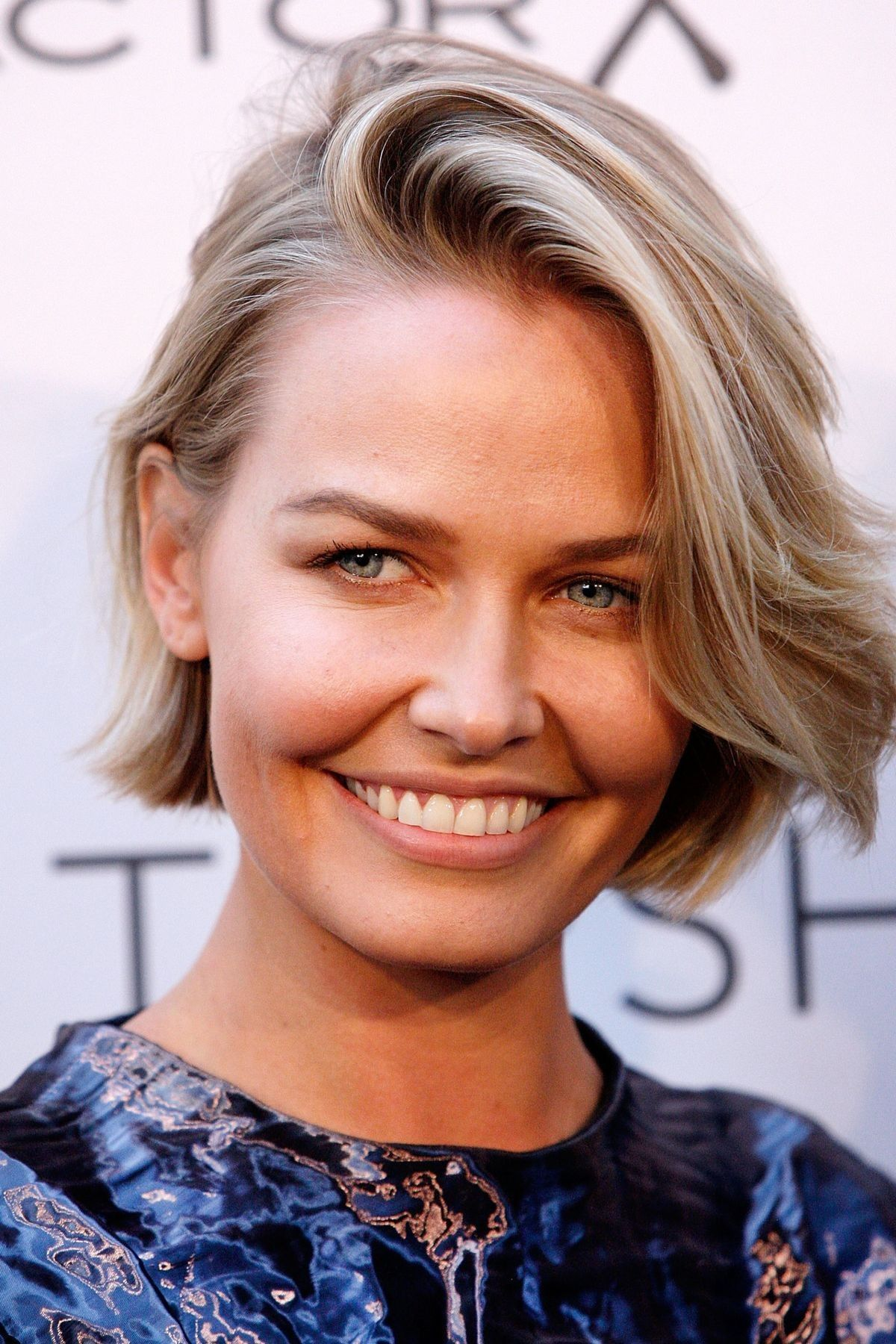 Lara Bingle Gives Birth To Baby Number Two Short Hair Styles Short Blonde Hair Hair Styles