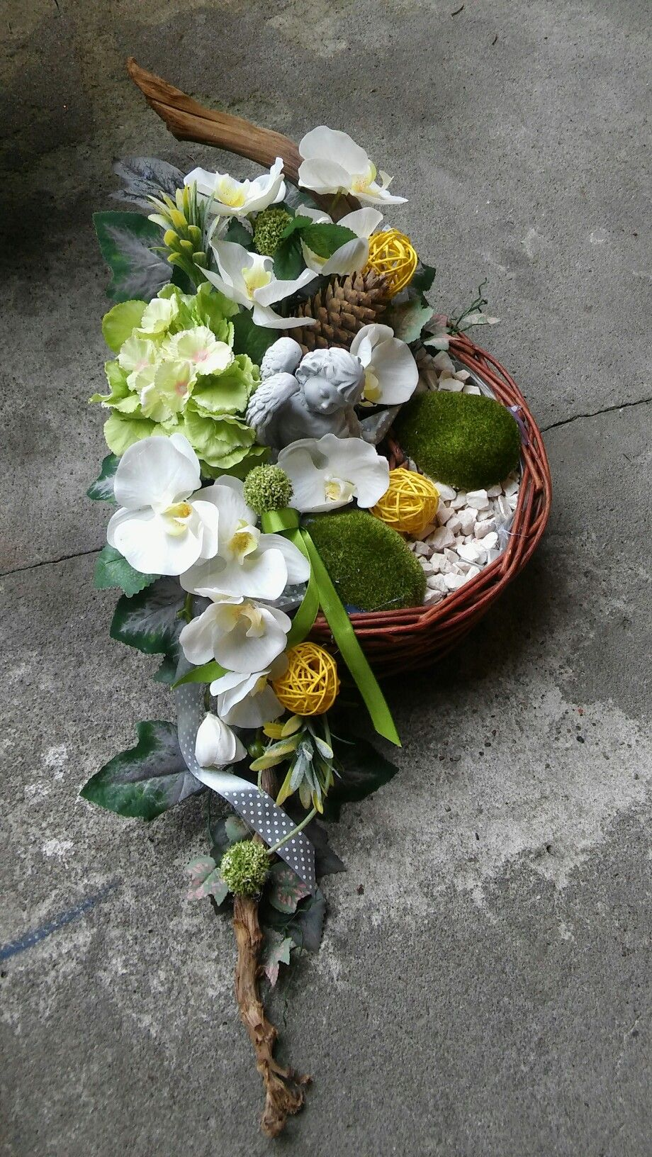 Pin By Karolina Szymon Robak On Stroiki Funeral Flower Arrangements Easter Flower Arrangements Funeral Flowers