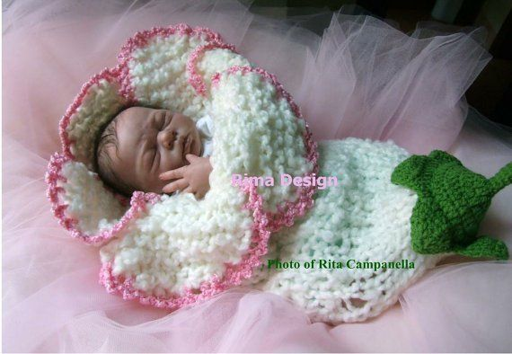 Crocheted Flower Baby Cocoons Are Adorable | Anleitungen