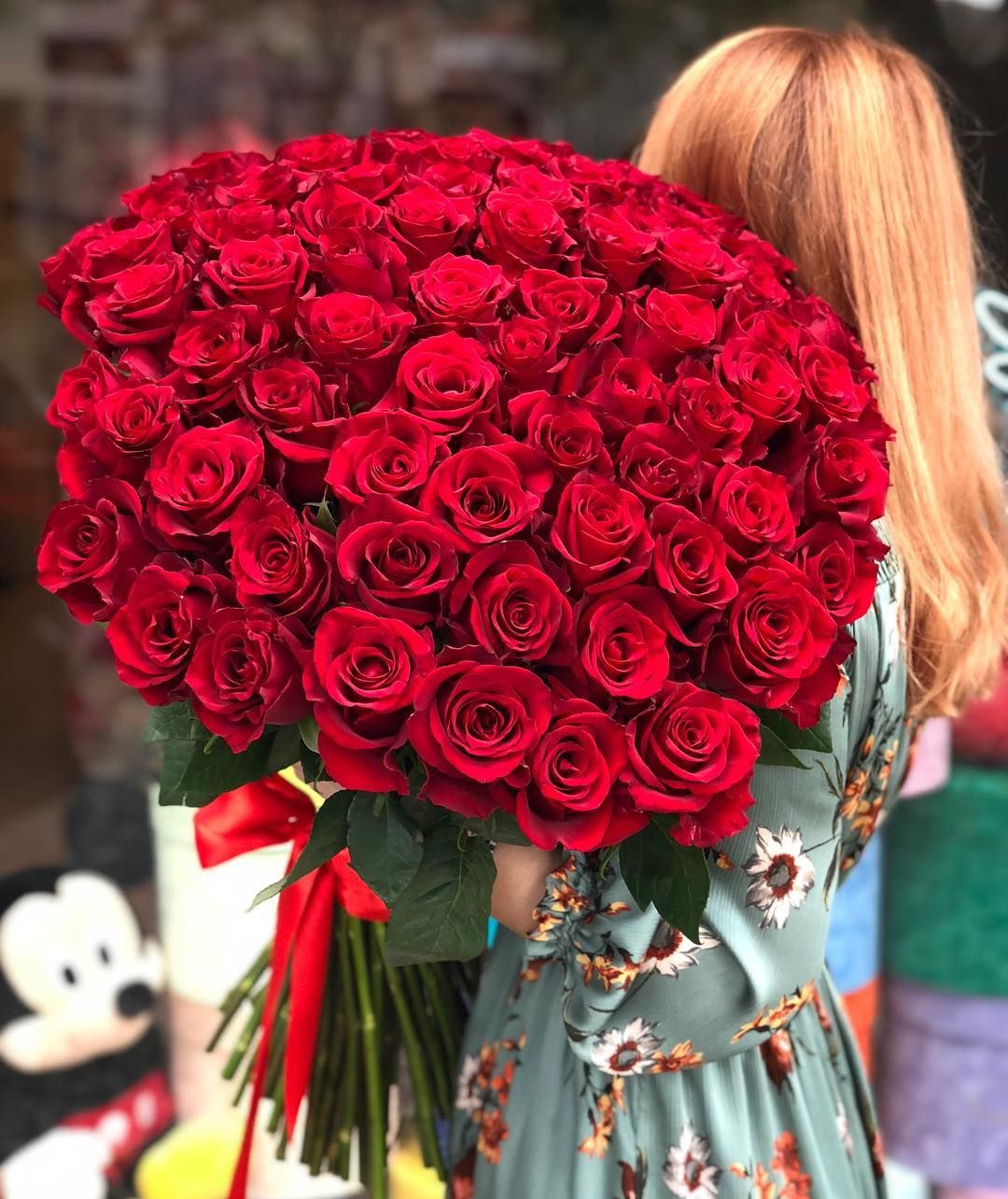 Love And Red Rose Can T Be Hid Red Roses Red Rose Bouquet Luxury Flowers