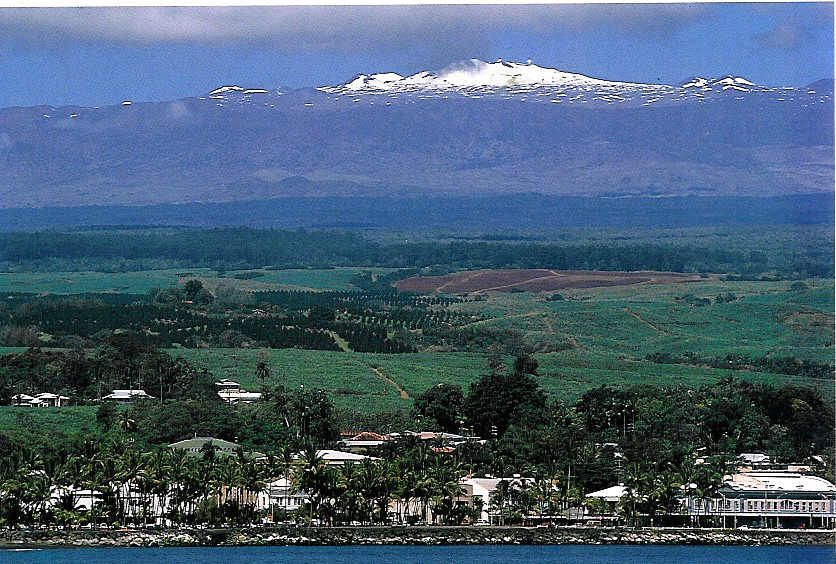 hilo hawaii with mauna kea in the background yes it snows in hawaii my love of travel. Black Bedroom Furniture Sets. Home Design Ideas