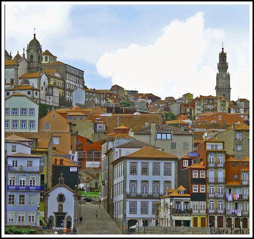 https://flic.kr/p/6vZEDt   janelinhas e telhados../ windows and roofs...   Parte da zona histórica da cidade. Ribeira