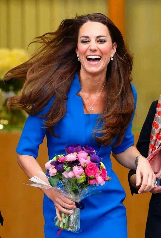 Muy genuina y espontanea la Duquesa Kate.