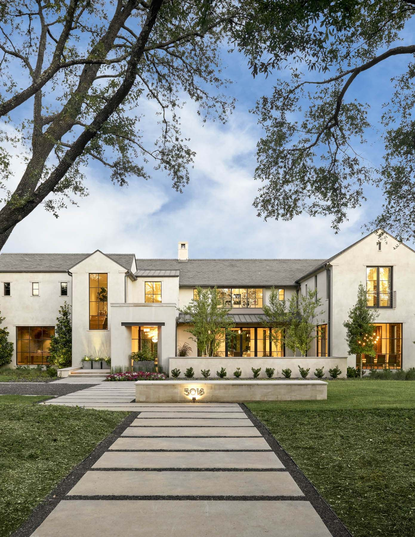 Transitional Style Home In Texas Boasts Outstanding Interior