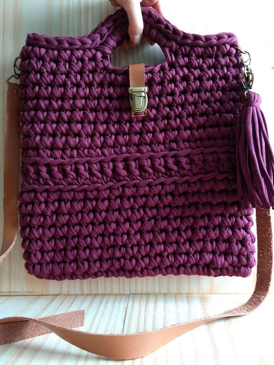 dcebf64b6f Bolsa tipo sacola em crochê com fio de malha na cor vinho ou marsala. Alças