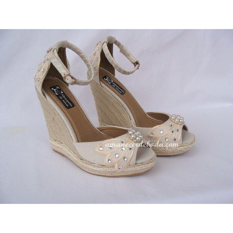 Cuñas de novia personalizadas en tonos marfil con plataforma delantera y puntera peep-toe