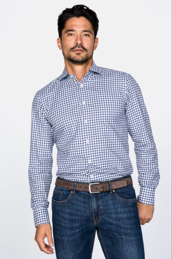 Pin auf Hemden