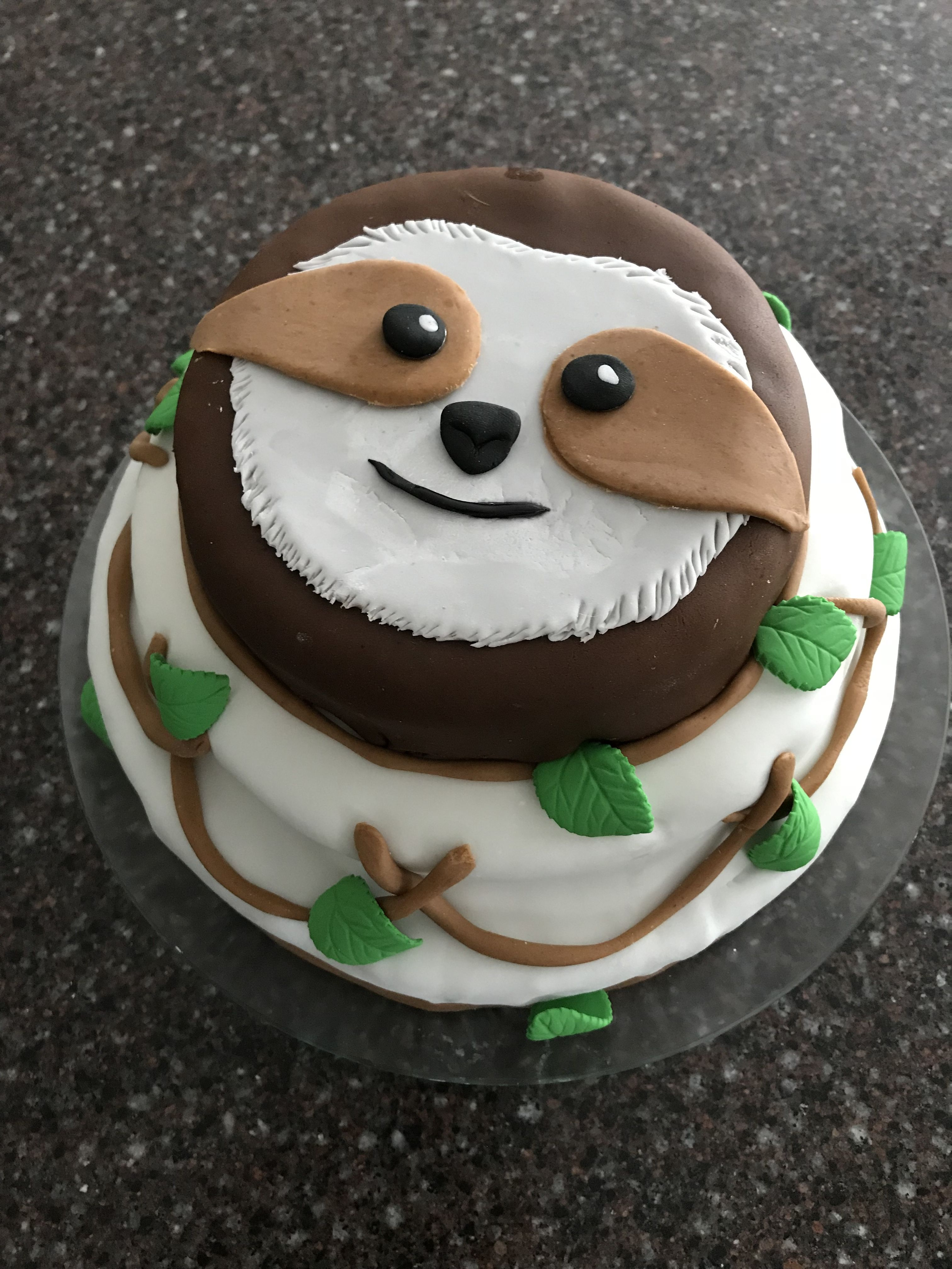 Sloth cake in fondant | Sloth | Cake, Sloth cakes, Animal cakes