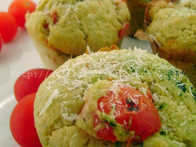 Ottima ricetta per preparare un gustoso antipasto - Ricetta Stuzzicherie : Muffins al pesto, ricotta e pomodorini da Sweetcook