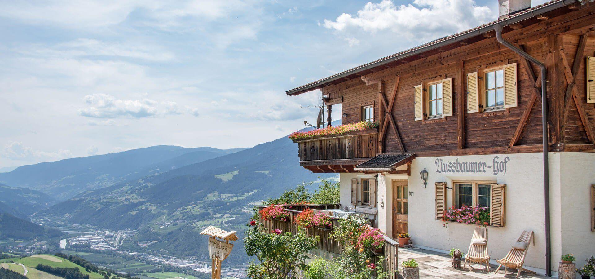Urlaub Auf Dem Bauernhof In Sudtirol Mit Schwimmbad Pool Mit Aussicht Allgau Ferienhaus Bauernhof Sudtirol Allgau Urlaub