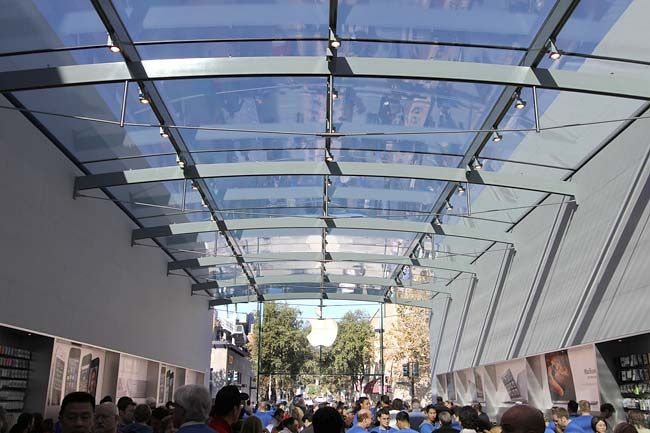 Apple Makes Major Store Architectural Moves Dziedziniec