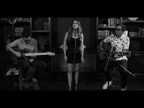 Motel + María José | Sólo El Amor Lastima Así - YouTube