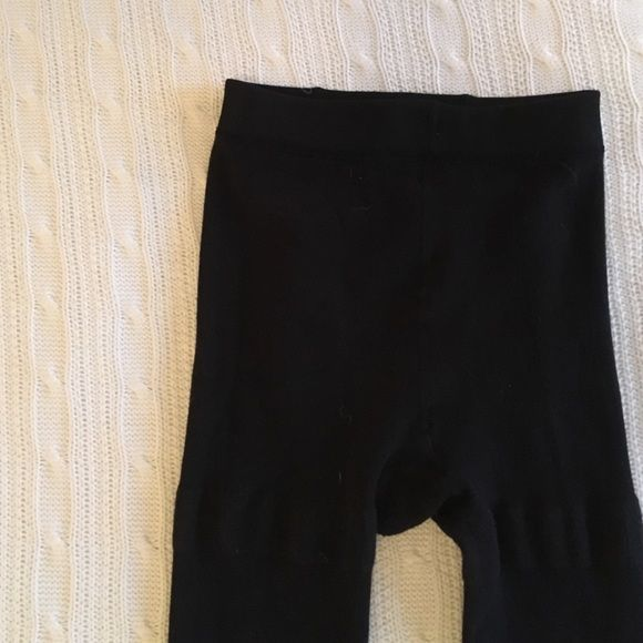 Black fleece leggings Only worn once! Black fleece leggings. There isn't a size marked on these, but I think they fit like an 8/10. Not see-thru and are very warm. No rips, stains, or tears.                                                                    Smoke-free home                                                               ✅Posh compliant closet                                  Fast shipper  No trades & no PayPal Pants Leggings