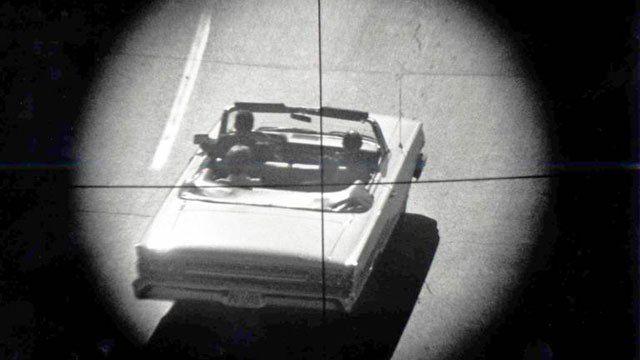"""Jene resoluten Stimmen im öffentlichen Leben Amerikas, die weiterhin die Existenz einer Verschwörung zur Ermordung Präsident Kennedys leugnen, argumentieren, dass in diesem Fall schon """"irgend…"""