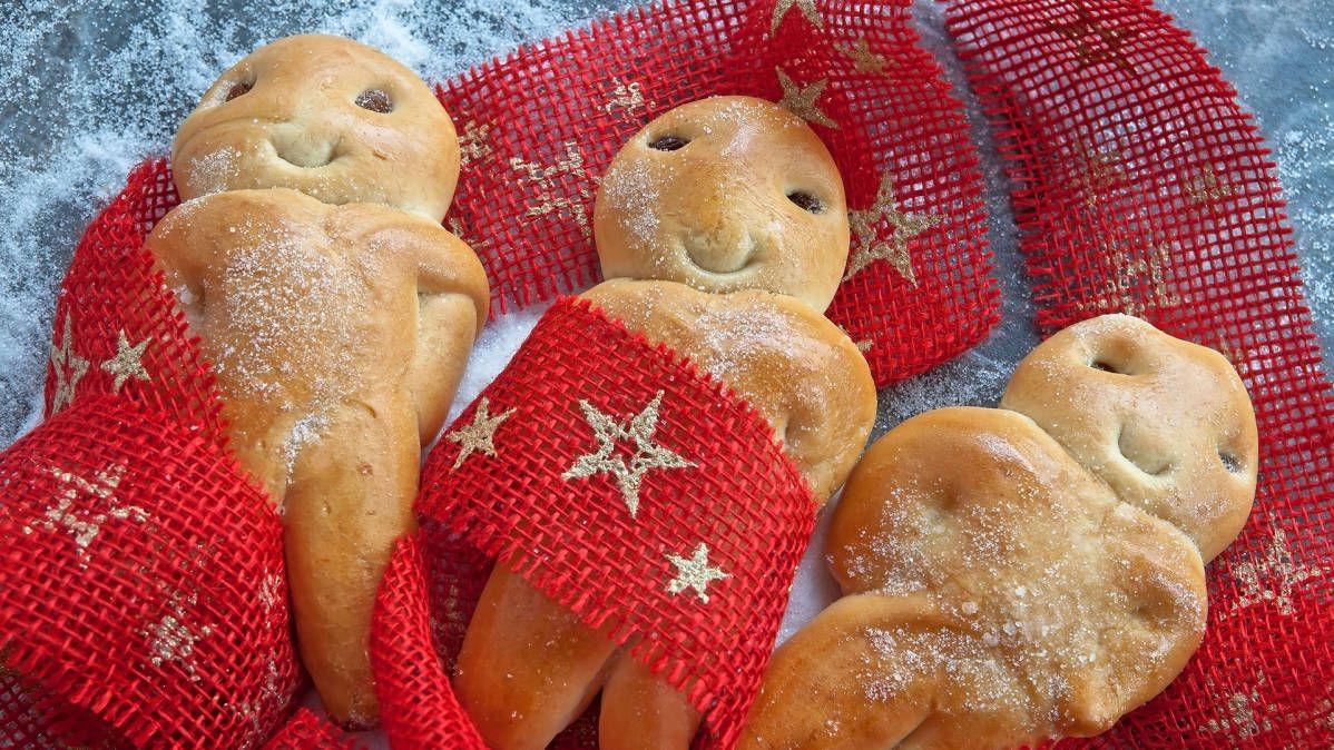 Can you bake buns? Perhaps smiling Christmas buns!