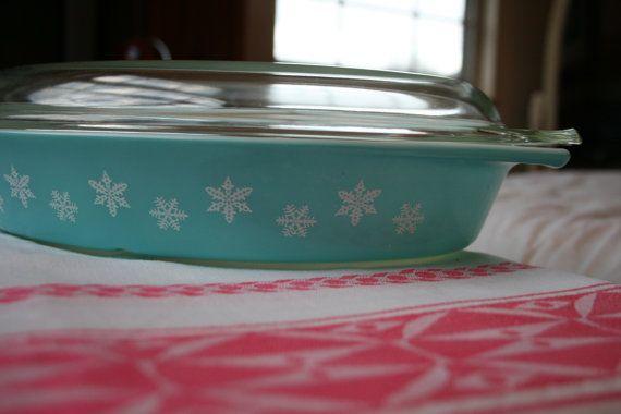 Vintage Pyrex Turquoise Snowflake 1 1/2 Quart Divided Casserole Dish
