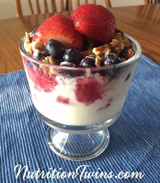 Mixed berry and yoghurt granola bar
