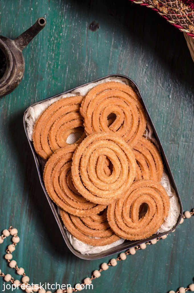Crispy Butter Murukku Recipe / Besan Chakli