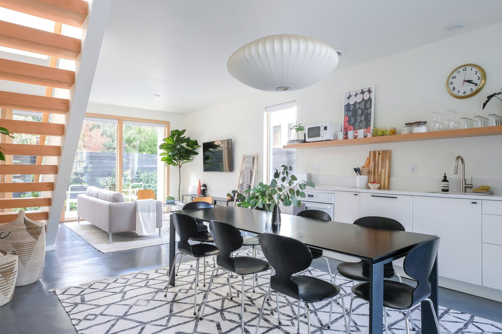 Location portland oregon new modern and bright guest house with