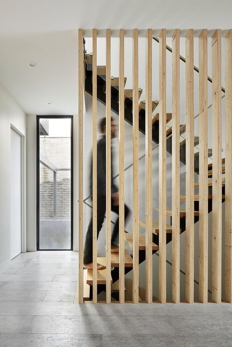 Gallery Of Malvern 01 Courtyard House Dan Webster Architecture 2 House Staircase Staircase Design Courtyard House