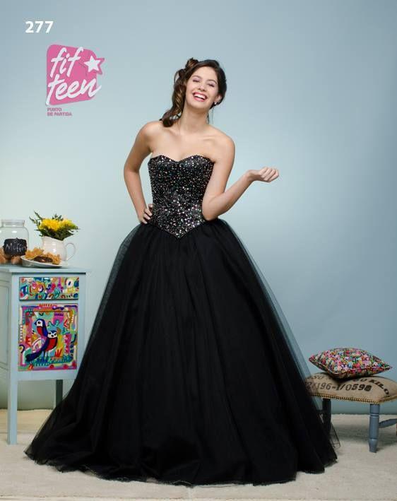 9725ec1b1 Corset de shantug negro íntegramente bordado, falda de 8 capas de ...