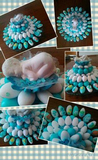Composizione con confetti decorati con pasta di zucchero x battesimo...