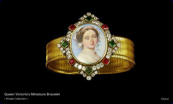 Gift from Victoria to Stephanie Hohenzollern. Gold, diamond, ruby and emerald miniature bracelet, the flexible band with centrepiece enclosing a portrait of Queen Victoria (1819-1901) wearing tiara, earrings and pearls, flowers in her hair, facing three quarters front, within a diamond frame interspersed with four emeralds and four rubies. The back is inscribed MEINE THEUREN NICHTE STEFANIE VON VICTORIA RAM (9TEN MAI 1858) (MY DEAR NIECE STEPHANIE FROM VICTORIA R. (9 MAY 1858)). English.
