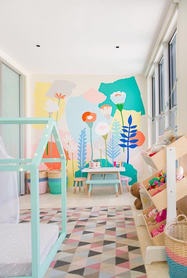 Mural infantil de flores en el cuarto de juegos | Wee space ...