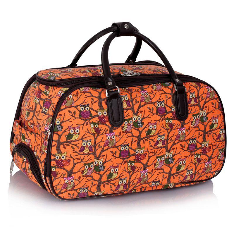 Štýlová cestovná taška, ktorú vám bude závidieť každý cestujúci. Cestovná taška má veľmi populárny sovičkový dizajn. Cestovná taška je vybavená kolieskami, čo vám umožní pohodlné nosenie za rúčku, ktorú možno nastaviť do ideálnej výšky. Taktiež tašku možno nosiť v rukách pomocou pevných držiakov, kt