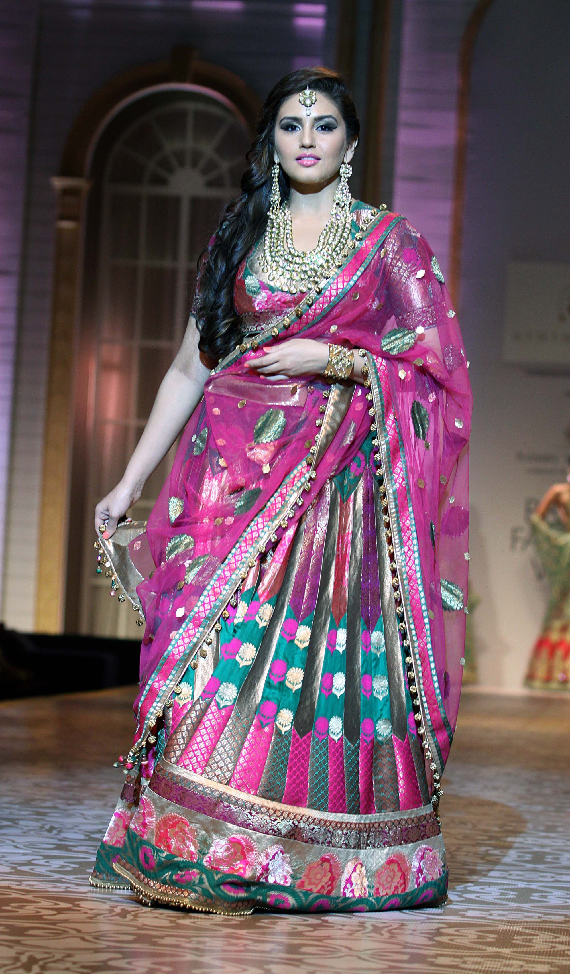 Huma-Qureshi-4.jpg 2,000×3,417 pixels   Engagement/Wedding Ideas ...