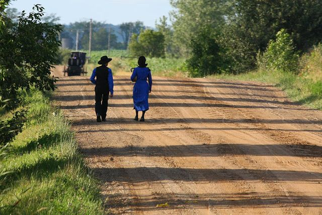 AMISH DISCOVERIES: Amish Walking Moment # 3