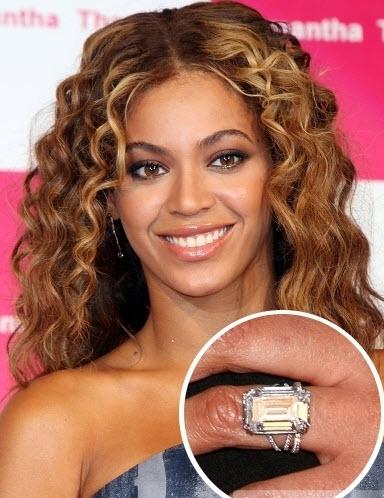 Beyonce Rocks Her 18 Carat 5 Million Dollar Rock Celebrity Hairstyles Beyonce Engagement Ring Engagement Celebration