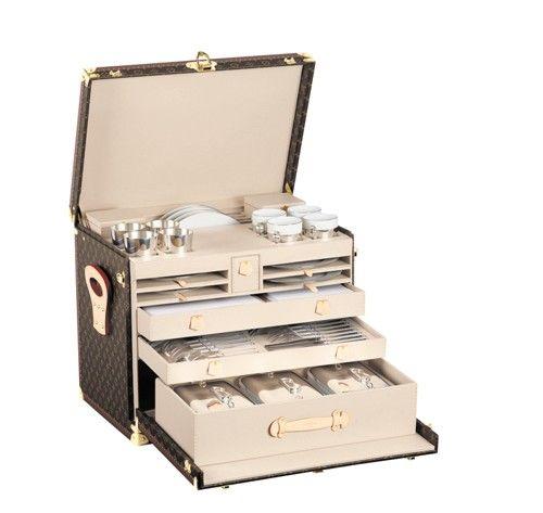 **** Valise de pique-nique Louis Vuitton ****