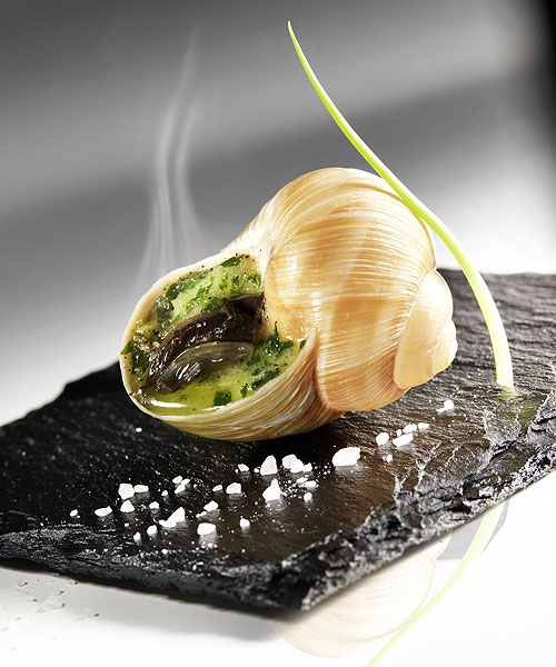 Escargot beurre persillé.. Snails garlic butter ..