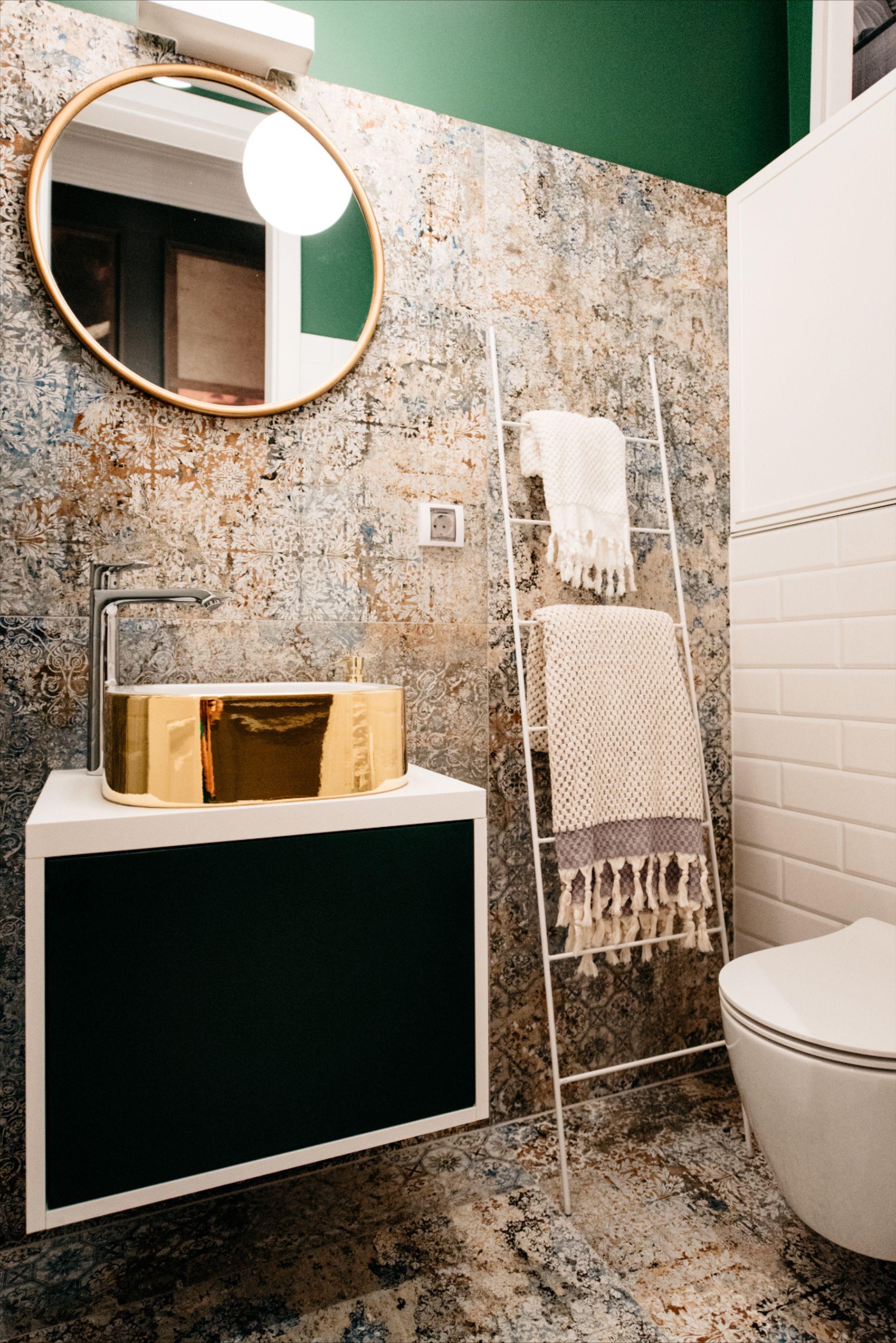 Zlatni Umivaonik Mala Kupaonica By Mirjana Mikulec Tropical Bathroom Decor Amazing Bathrooms White Bathroom Decor