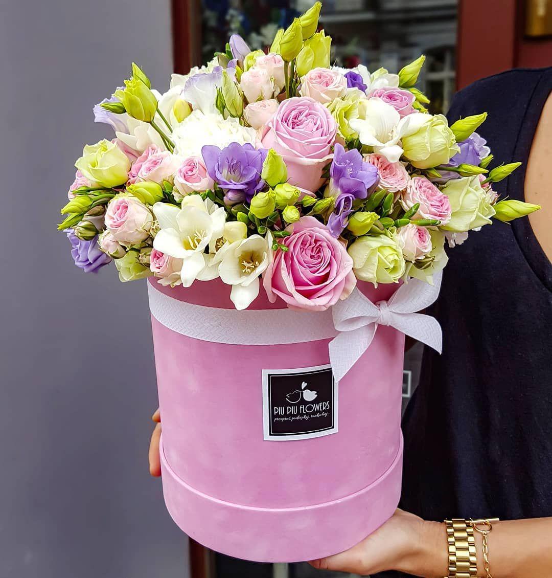 Za Oknem Szaro I Buro I To Chyba Najlepszy Argument Aby Podarowac Ukochanej Osobie Takie Bajecznie Kolorowy Flowers Box Pelen Kwiatow Popr Planter Pots Planters