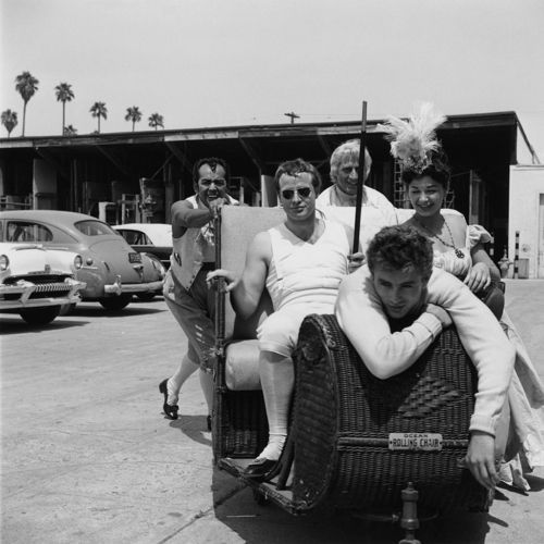 james dean ND Mrlon brando | Marlon Brando and James Dean at Twentieth Century Fox studios, Los ...