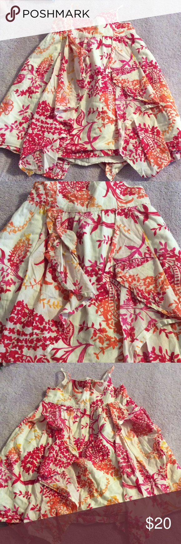 Girls dress This is a very beautiful dress on my daughter just loved this.,preloved zips in the back and has a single button above the zipper GAP Dresses Casual