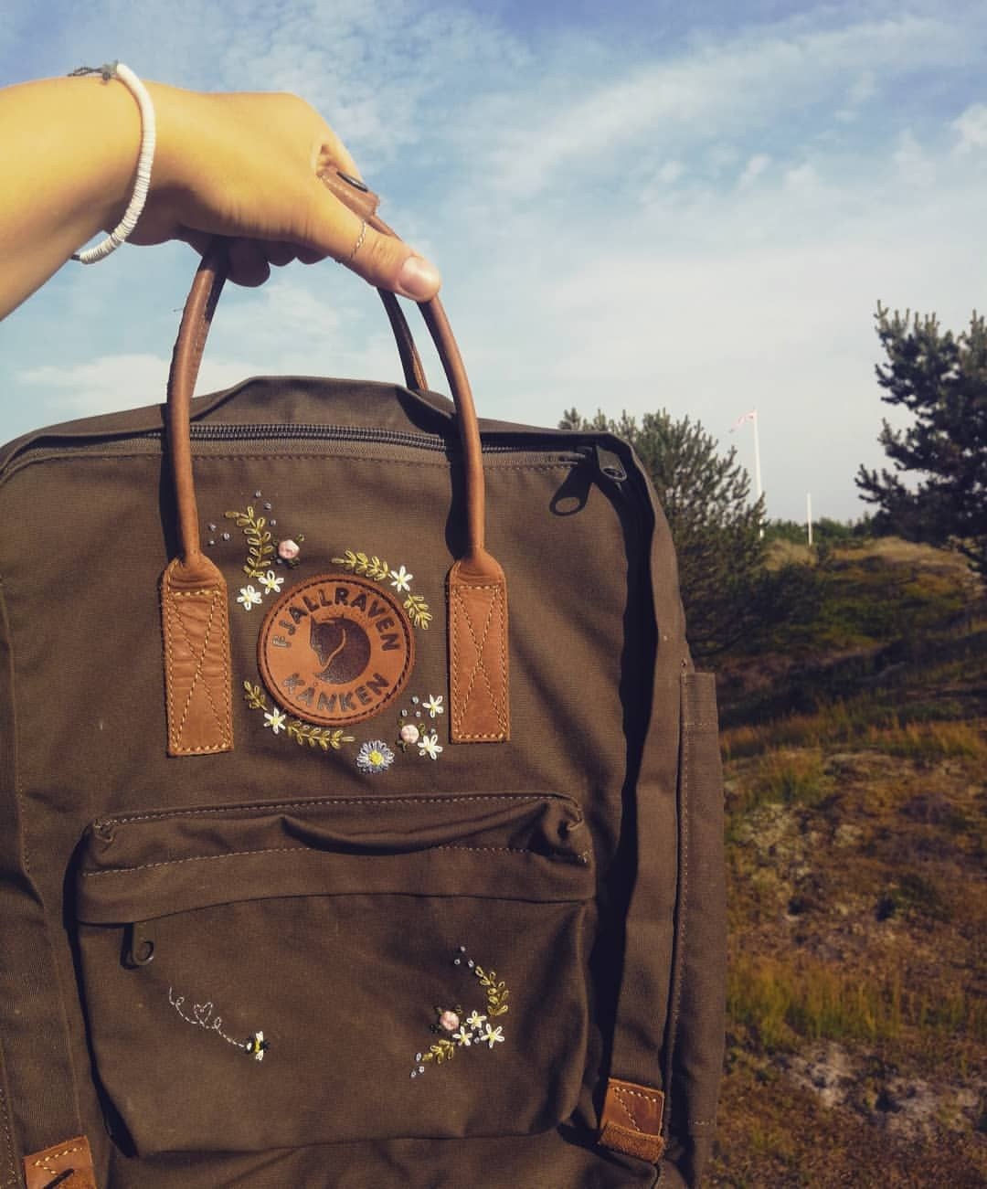"""Photo of @kankenliebe on Instagram: """"☀️ You can embroider anywhere. It is so practical. You don't need a lot and – zack – you can start! The picture was taken on Fanø, a… """""""
