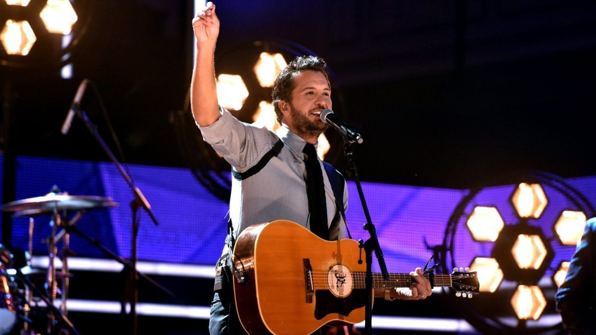 CMTAOTY Luke Bryan Reminds Us to Slow Down in 2019
