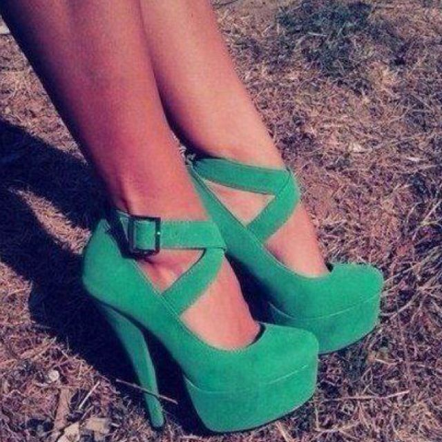 LOVE THESE GREEN SHOES!