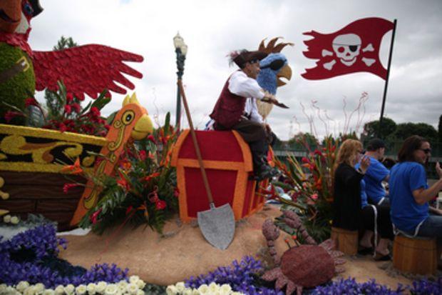 2014 Portland Rose Festival Alaska Airlines Parrot Led Pirate