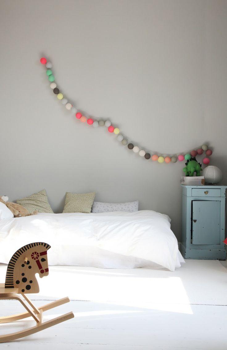 tendance les guirlandes color es lumineuses int rieurs. Black Bedroom Furniture Sets. Home Design Ideas