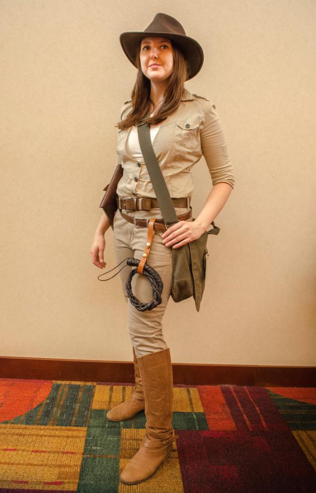 Whip into shape as Indiana Jones this Halloween. Disfraz De Cazadora 4c4ba2cd61a