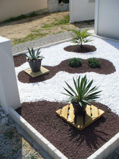 parterre avec cailloux budget tout compris bordures bache de paillage plantes pouzolane