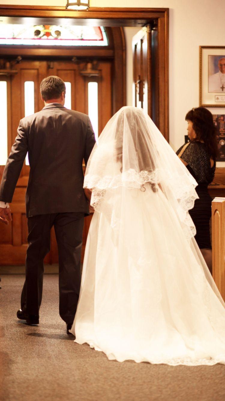 Plus size wedding dress long lace veil wedding bride and groom
