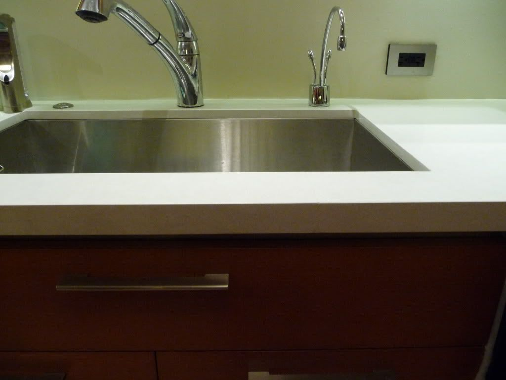 Quartzite Countertops Pic Of Seam On White Quartz Countertop