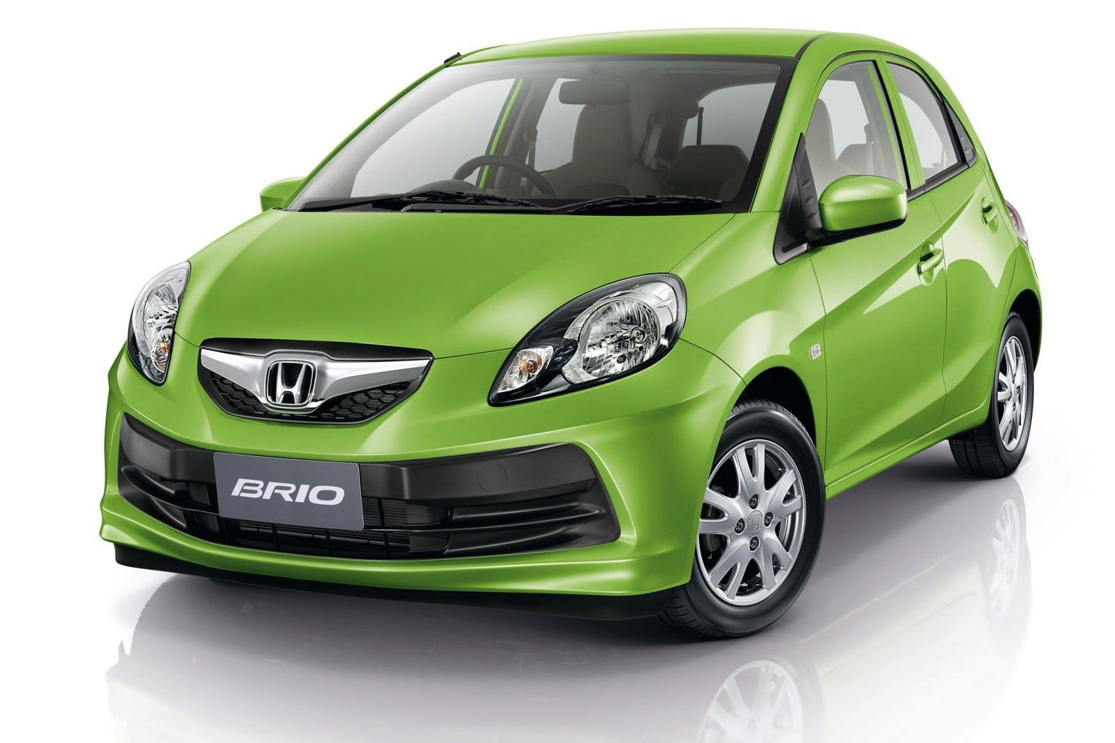 Launched on sep 2011 with the starting price of rs lakh for basic model honda brio e version price rs lakh honda brio s version price rs lakh honda